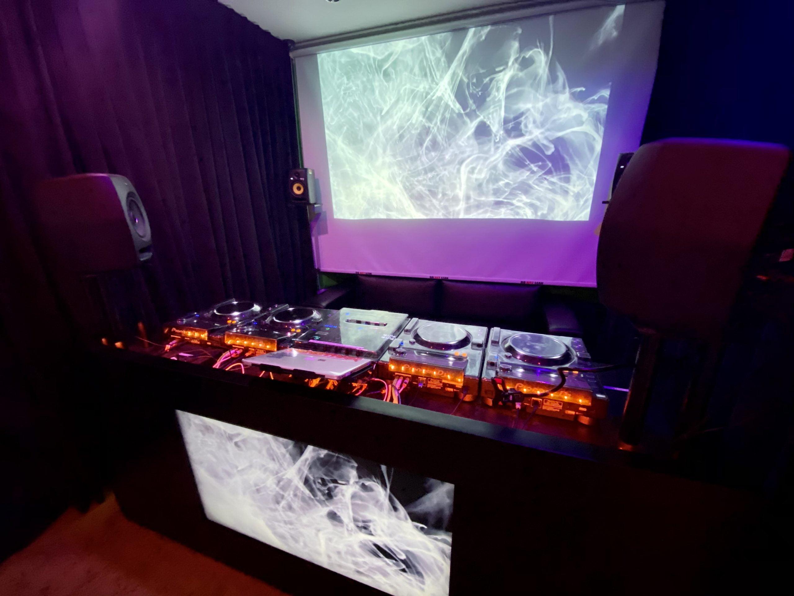 https://ministryofdjs.com.sg/wp-content/uploads/2021/06/Advance-DJ-Course-scaled.jpg
